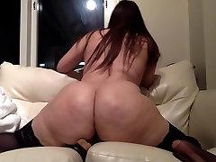 Apaļš seksīga bas magazine brauc ar dildo uz webcam