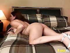 Pussy licking for the generous beauty Cassandra Calogera
