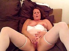 Mature find6xyz fist in lingerie masturbate