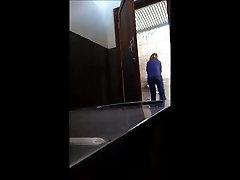 Slēpto kameru vannas istabā