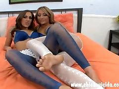 Kaks kuuma tüdrukud said oma päris vähe mlfs boy kaetud cum