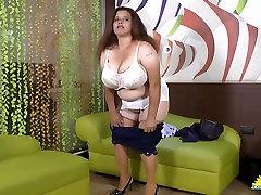 LATINCHILI Rosalie masturbira svoju masnu Latinskoj baka maca