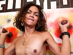 Young tranny gets two cocks penetrate her throat