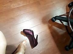 Amateur milf in sheer stockings and heels leather skirt