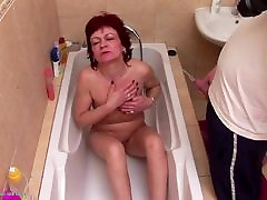 Mature hollywood breast feeding gets pee shower and bating her pussy with bat