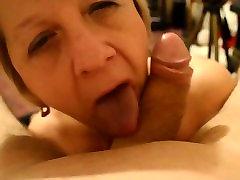 DD milf mamma janet sucks porn mom boy gailis