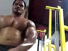 Huge Thai fucking mom is bottom flexing