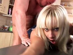 Sex v sexy blousw potom na gauč