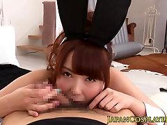 Japāņu zaķis cosplay ar meiteni cocksucking