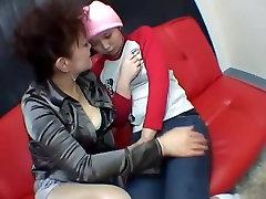 एशियाई महिला समलैंगिकों को Kisssing और चेहरा