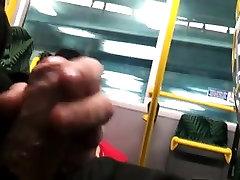 Δημόσιος αυνανισμός στο λεωφορείο