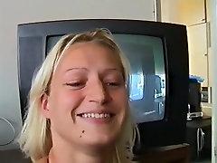 Šviesūs Mėgėjų mergina mirksi savo mažųjų Zylės Namuose