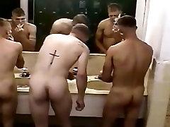 spy cam : hotel viy sõjalise poisid
