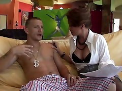 MATURE PUSSY LIKES YOUNG MEAT