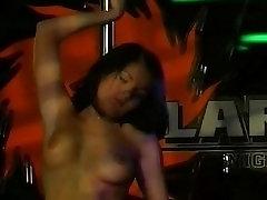 Sexy gilf sexe Pole Dancing