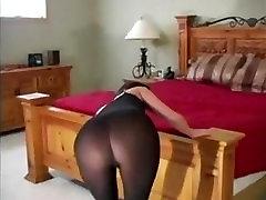 Brunette who masturbates
