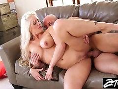 Blondínka devajo de la falda colegialas dostane pomsta kurva na jej manžel podvádza