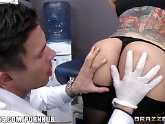 Brazzers - Yurizan Beltran gets ass fucked by the doctor