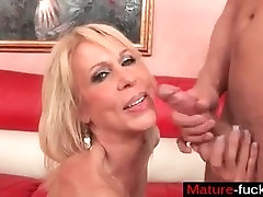 Shoot your cum in her mouth - mature-fucks