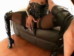 Horny shemale from Shemale-camz.com