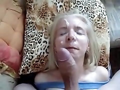 Blondínka dog and hat mam miluje tváre. Caroline z DATES25.COM