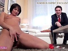 Milf shows her bizarre vagina for Andrea Diprè