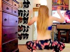 sexy white girl dancingtwerking in leggings