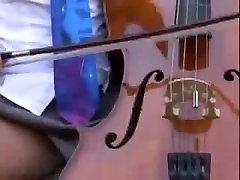 Mūzikas sami lilin izdrāž students