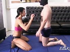अन्ना Wrestles उसके गुलाम