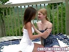 Armas Angie ja Christine Noored Lesbid Tekil