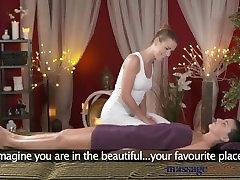 Masāžas Telpas Satriecošu blondīni lesbietes ir liels orgasms no brunete hottie