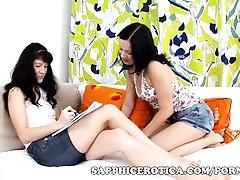 Anal dildo mängida ja tuss köniinsä teismelistele