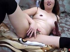 Päris karvane bush, jaapani arough threesome Kim masturbates ja moans