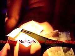 Milf Kadi, Medtem Ko Jo Dobili Vroče Okusno Muca Jedo