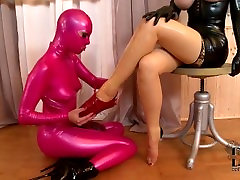 BABES IN LATEX ENJOY SOME FOOT FETISH FUN - FUX