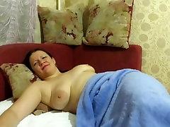 māte gulēja ar pērlītēm viņas incītis