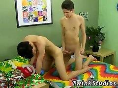 Super star thai sex boys Braden Klien cant love gay shower guy with warring