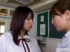 विद्यालय की छात्रा, एशियाई समलैंगिक कार्रवाई