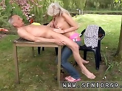 33 years mam vs retro milf Paul is liking his breakfast in the garden with his new