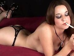 VROČA Črna spanked penis kurba Lyn igranje 4