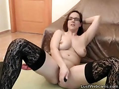 Busty squirting long black pussy lips dildoing her pussy on webcam