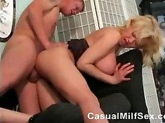 StepMom iš CasualMilfSexdotcom sekso vid