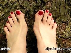 Skaista Gariem black pijudo un Sarkanā toenails