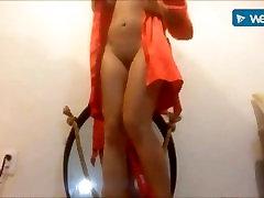 Sexy sexy marok masturbating after shower