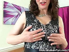 Scottish milf Toni Lace has got to rub her craving pussy