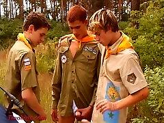 jauni puiši spēlēt boyscouts