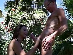 Jauni Julie Fucks 75 Metų Vyras Parkas