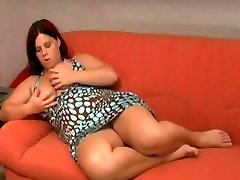 Fat CHubby big ass colge girl GF spreading and masturbating on her couch