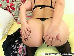 Curvy milf Louise Bassett is fingering her pinay mag shota sex pussy