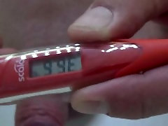 Hier teste ich das neue Thermometer,da schiesst meine Wixe kräftig heraus